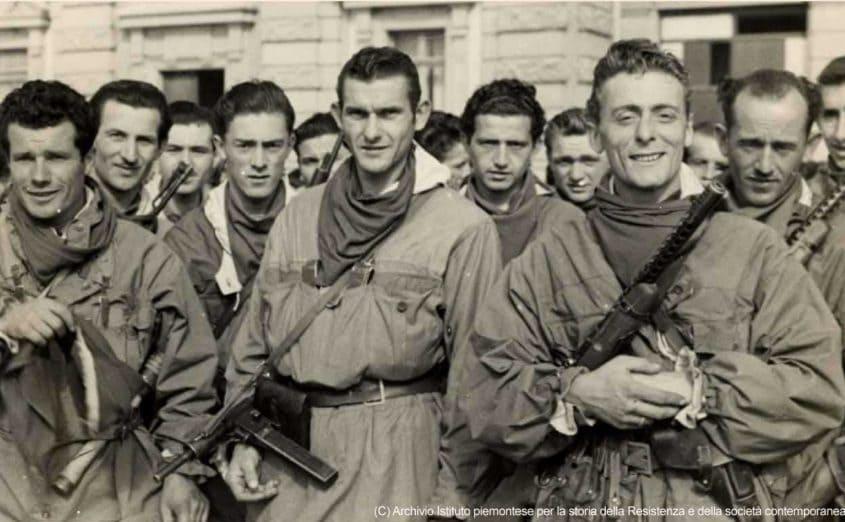 Grupo de homens partigianos na Itália
