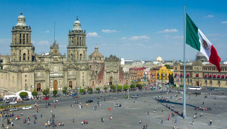 Jovem Larga Tudo para viver na Cidade do México