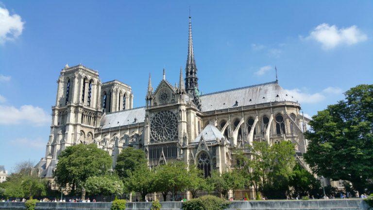 O incêndio da Notre Dame e a reconstrução de tudo que existe