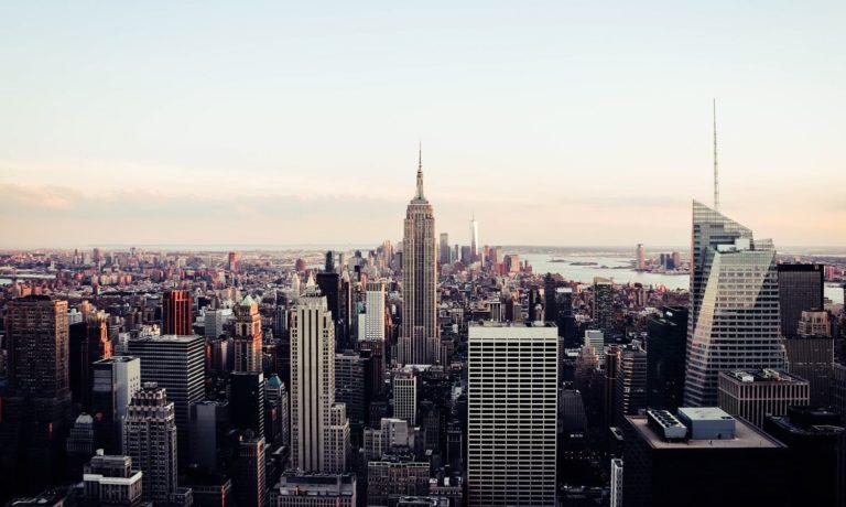 Jovem Larga Tudo para morar em Nova York e viver de arte