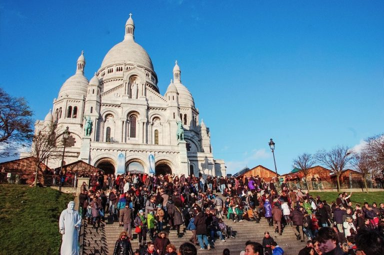 Os golpes mais comuns contra turistas na Europa (e como evitá-los)