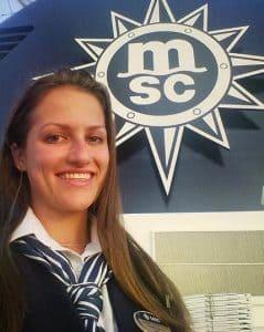 Mulher trabalhando em cruzeiro da MSC