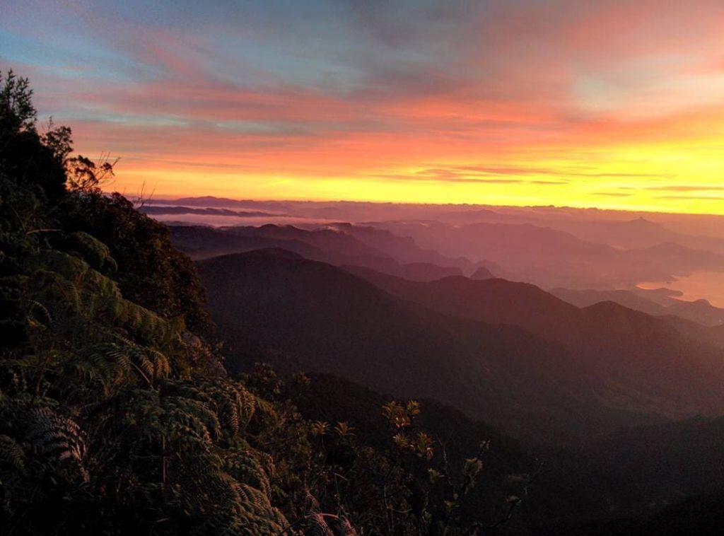 Vista do nascer do sol da Pedra da Macela, em Cunha