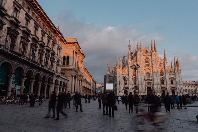 Duomo de Milão, uma cidade onde morar na Itália