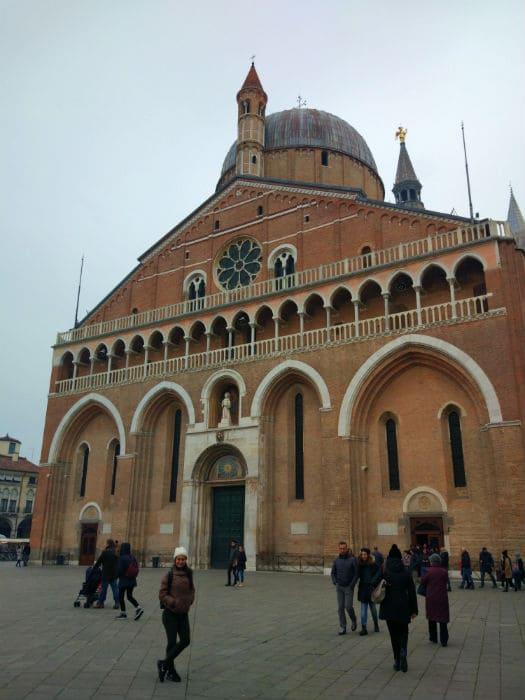 Fachada da Basílica de Santo Antônio de Pádua, na Itália