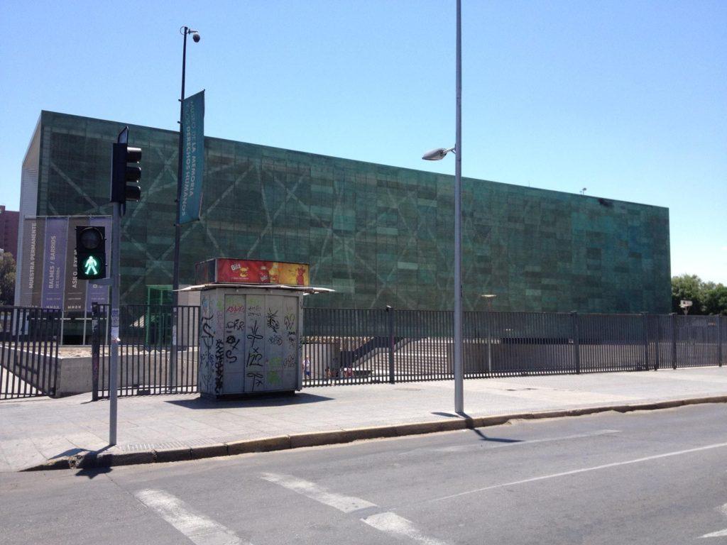 Fachada do Museu da Memória e dos Direitos Humanos em Santiago