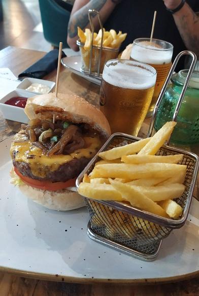 Hamburguer no Metropolitan Cafe: onde comer em Barcelona