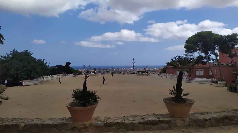 Vista da 'varanda' no Parc Güell, em Barcelona: vazio!