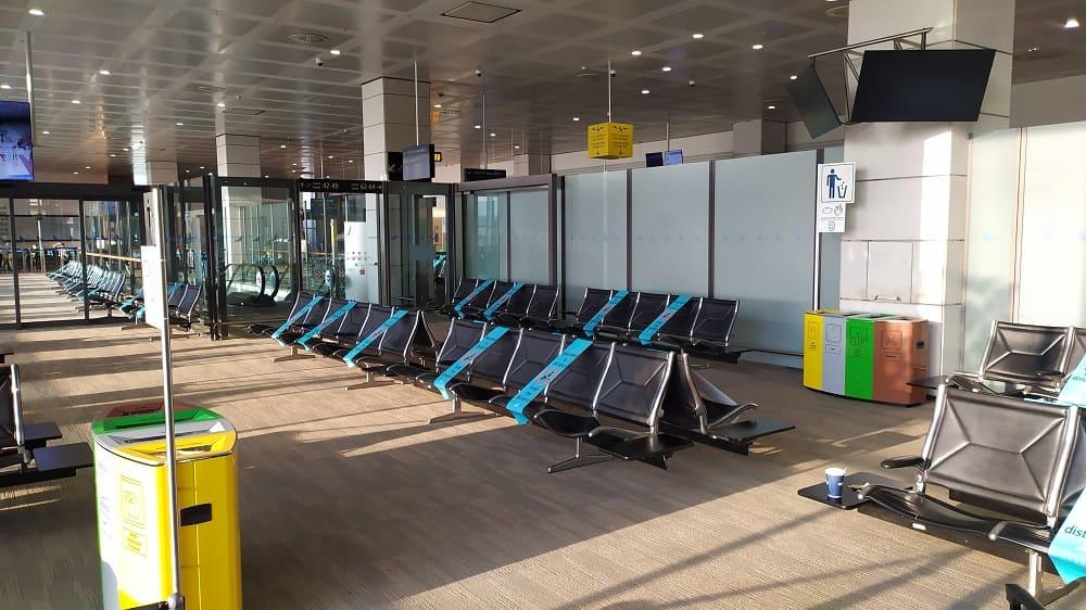 Área de embarque no aeroporto de Veneza durante a pandemia